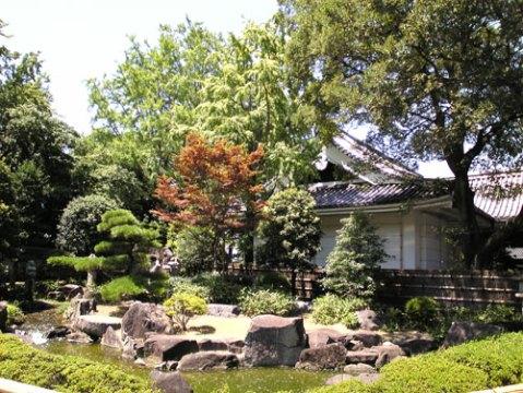 okazaki-castle-gardens.jpg